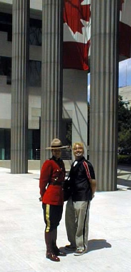 Joey deVilla poses with a Mountie outside the Canadian Embassy in Washington, DC