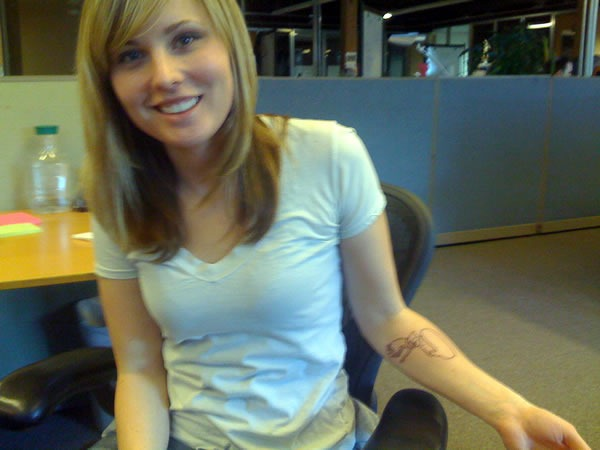 Leah Culver shows off the new tattoo on her arm