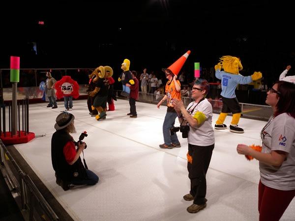 mascots_dancing