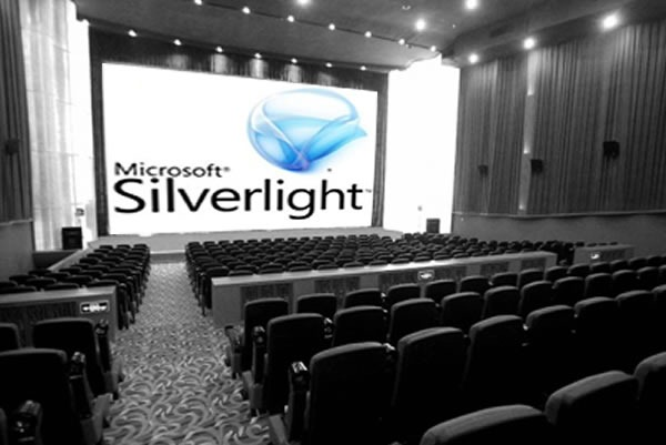 Movie theatre with the Silverlight logo projected on the screen