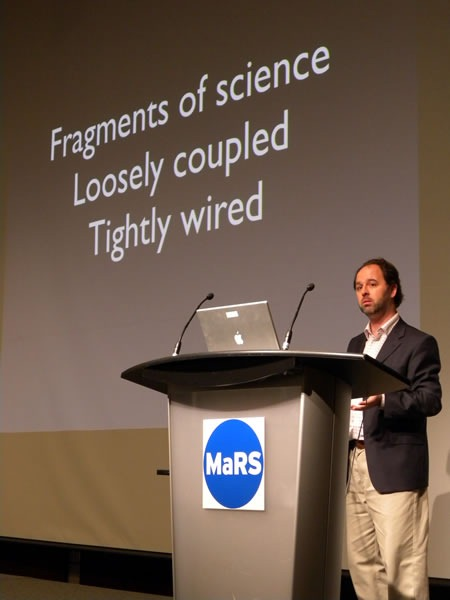 "Cameron Neylon and his ""Fragments of science / Loosely coupled / Tightly wired"" slide at Science 2.0"