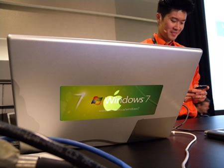Ho Yan Leung and his MacBook at TechDays Vancouver 2009