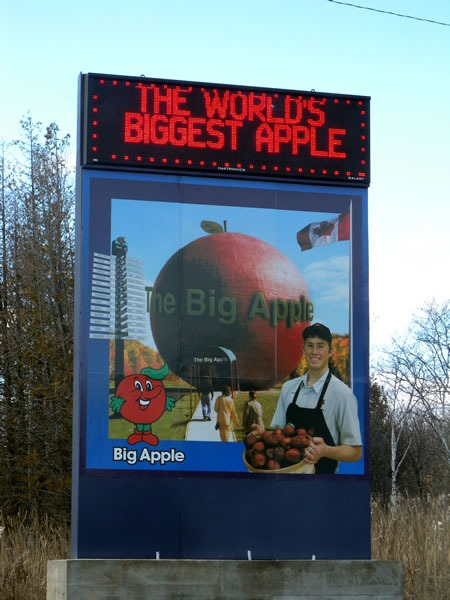 01 big apple sign