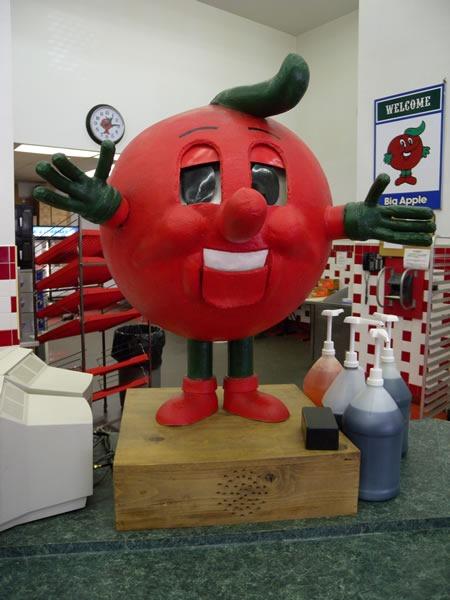 06 apple mascot