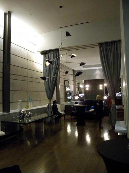 01 empty suite 1