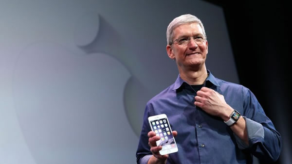 tim cook and iphone 6 plus