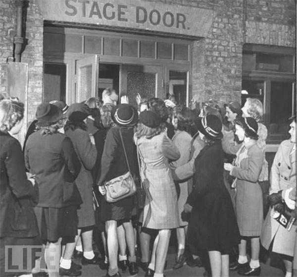 crowd-at-door
