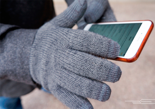 gloves-and-smartphone